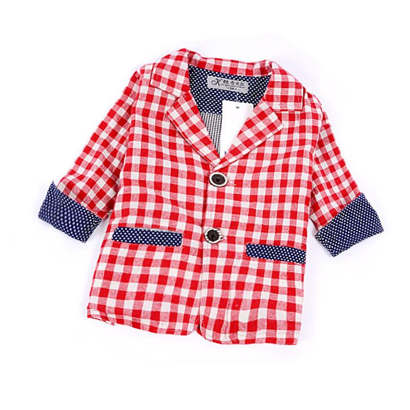 เสื้อสูทลายตาราง มีสีนำเงิน และแดง มีผ้าซับใน