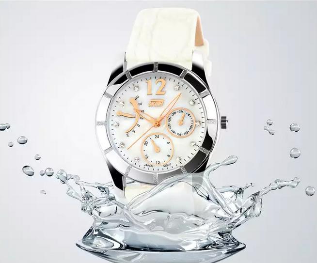 นาฬิกาข้อมือผู้หญิง สายหนังกันน้ำได้ ลึก 30 เมตร